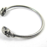 Double Skull Open Bracelet Wristband For Women brushed chrome color
